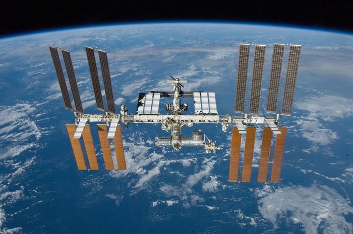 《PLOS ONE》:研究表明国际空间站里充满各种各样的细菌