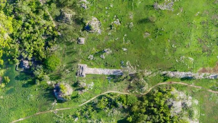 考古学家利用激光技术绘制长100公里的1300年前玛雅石路