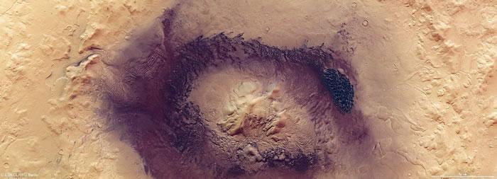 """欧洲航天局""""火星快车""""探测器新图像展示壮观火星陨石坑Moreux"""