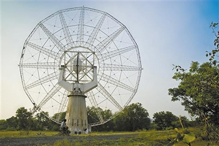 此次研究利用了位于印度的巨米波射电望远镜,正是由于像这类望远镜的技术进步,才使得蛇夫座星系团内巨大空洞之谜得到解答。