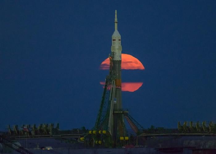 """超级月亮!美国本周初迎来长达3日""""超级蠕虫月亮"""""""
