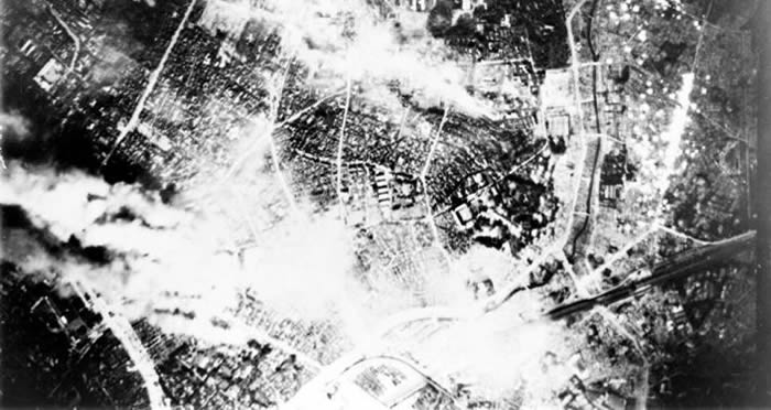 3月10日是美国空袭日本东京75周年!334架战略轰炸机扔下数百吨燃烧弹和凝固汽油弹