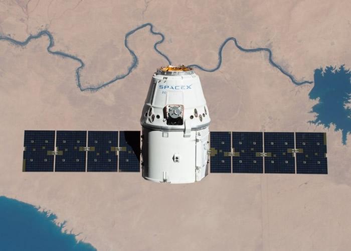 """SpaceX""""龙""""飞船载糖果抵国际空间站 完成第20次补给任务"""