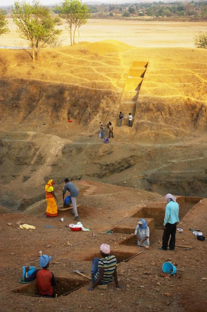 印度中部中央邦(Madhya Pradesh)达巴遗址(Dhaba)的发掘现场。 PHOTOGRAPH BY CHRISTINA NUEDORF