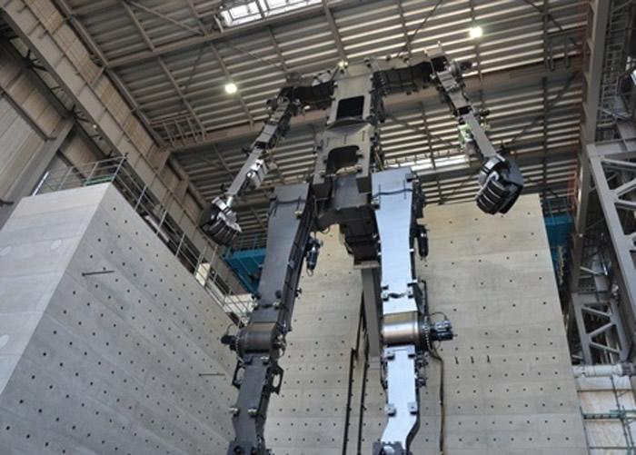 """日本经典动画《机动战士高达》40周年 茨城县取手市创通公司建造高达机器人""""RX─78"""""""
