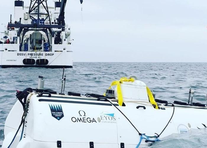 潜水器据悉是迄今唯一能多次潜入全大洋深处的潜水器,图为进行调试的情况。