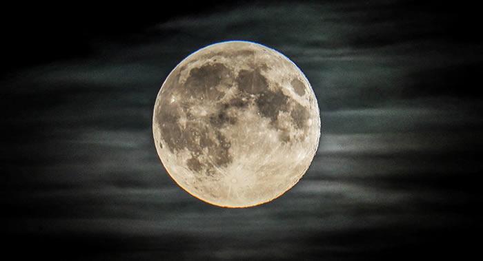专家称月球南极是最适合俄罗斯宇航员登月之处