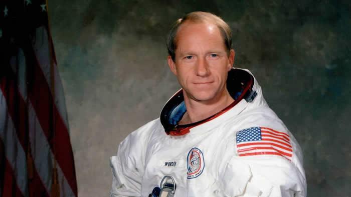 NASA前宇航员阿尔弗雷德·沃登(Alfred M. Worden)在美国得克萨斯州去世 享年88岁