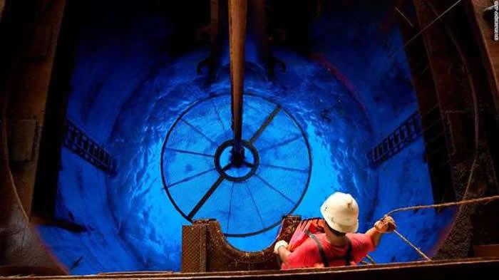 """科普斯说:""""通过海底钻探活动,我们可以在行星尺度上了解行星如何演变,事实上这是一个关于地球生命起源的基本问题,该研究可延伸适用于任何星球。"""""""