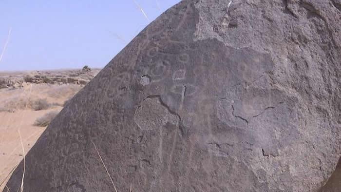 内蒙古阿拉善右旗阿拉腾敖包镇巴音陶海嘎查境内新发现布德日根呼都格岩画群遗址