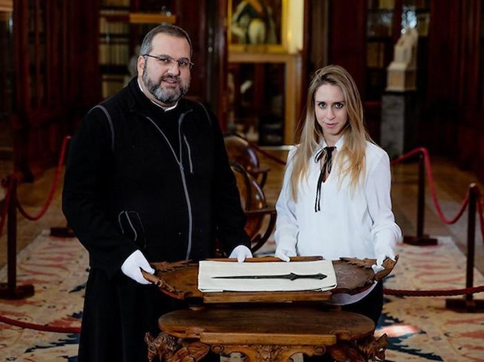 意大利女博士生游览威尼斯古老修道院时发现5000年历史短剑