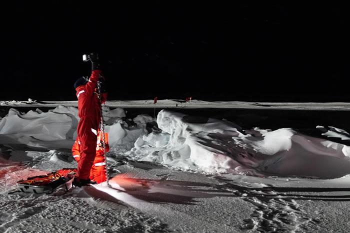 胆小的人并不适合此次北极探险,在这种极端纬度地区,冬季温度将骤降至零下46摄氏度,自从11月份看到过日落之后,会长达150多天看不到日出。