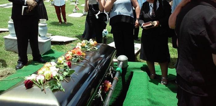 坚持参加患新冠肺炎去世亲人葬礼 英国一家17人全感染