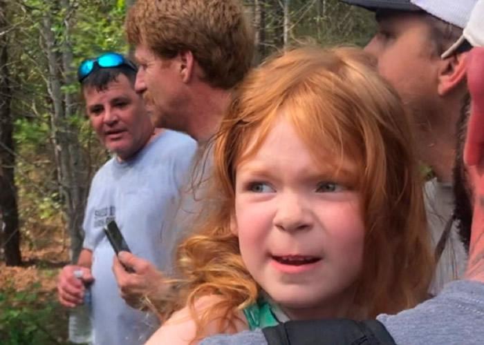 美国亚拉巴马州4岁女童与忠犬结伴历险闯森林