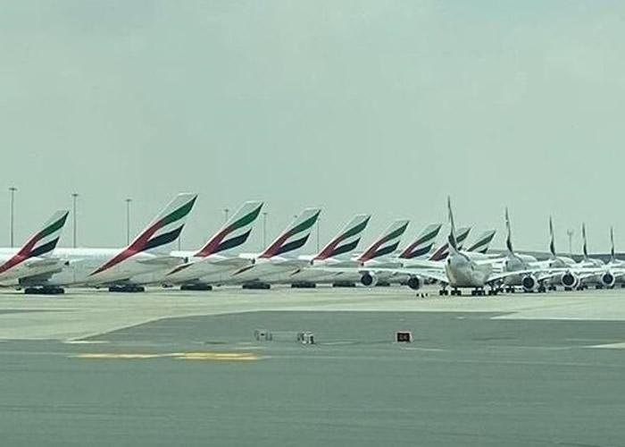 迪拜机场也暂停一条跑道的运行,只为能塞下更多飞机停泊。