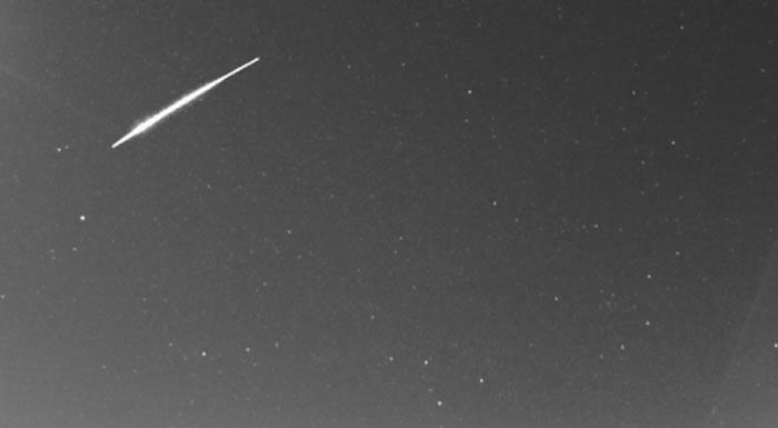 欧洲的比利时和德国上空在短短三个小时内接连出现三颗火流星