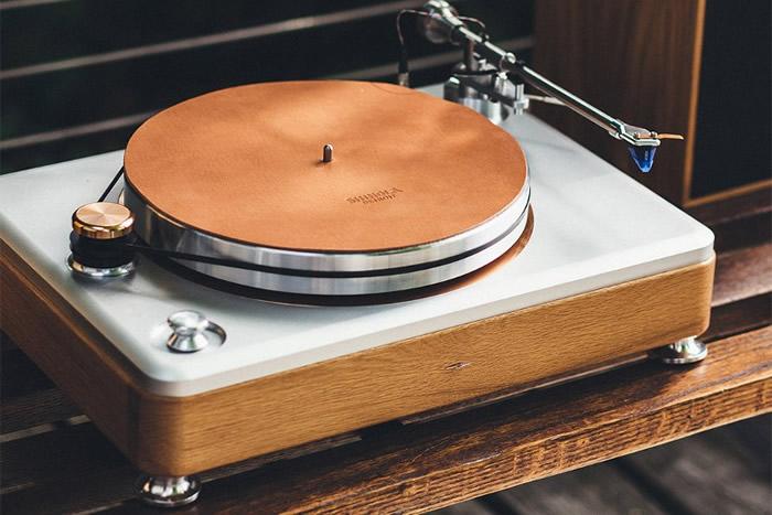 美国奢侈品牌Shinola与音响专业公司合作推出首款豪华级复古唱盘RUNWELL