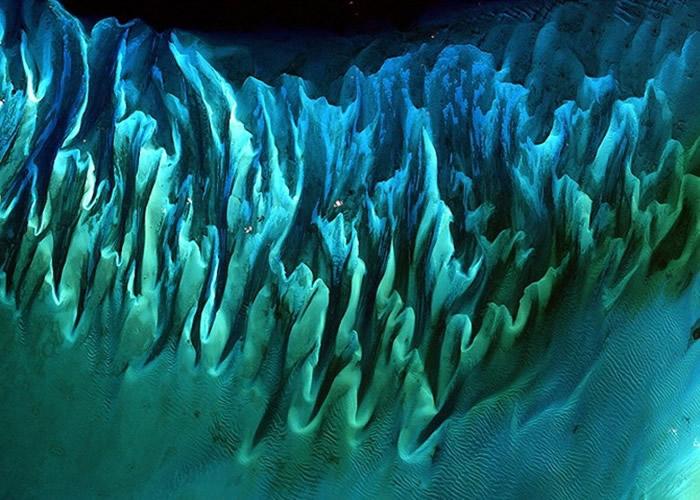 巴哈马潮汐下的海沙形成独特图案。