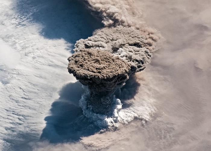 珍贵相片记录了雷公计火山爆发的画面。