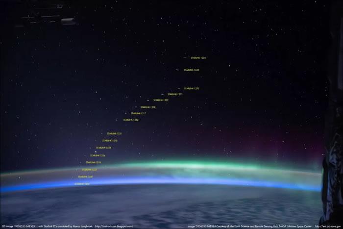 """SpaceX""""星链""""卫星在国际空间站宇航员拍摄的南极光照片中出现"""