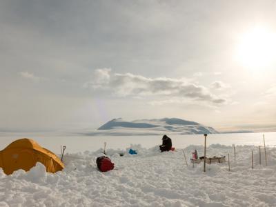 《海洋污染公报》期刊:澳洲科学家首次在南极洲海冰冰核中发现塑
