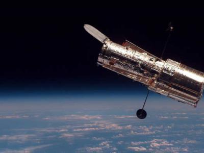 """哈勃太空望远镜30岁 NASA发布大麦哲伦星云""""宇宙暗礁""""照"""