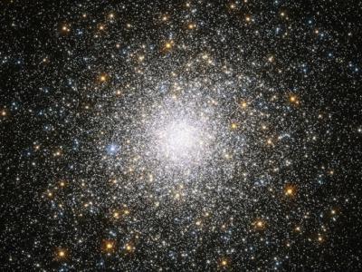 《天体物理学报》:大型古老星系在数十亿年时间里或一直在吞噬它