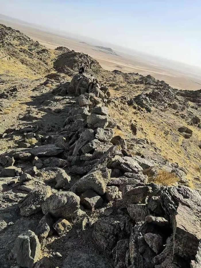 探访内蒙古阿拉善右旗阿拉腾敖包镇境内的乌珠尔乌素古人类狩猎场遗址