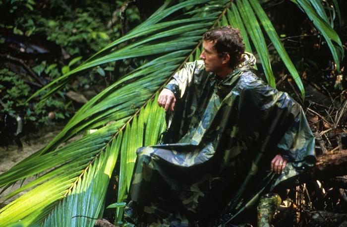 作者托马斯. 洛夫乔伊(Thomas Lovejoy),1989年摄于巴西的亚马逊雨林。 PHOTOGRAPH BY ANTONIO RIBEIRO, GAMM