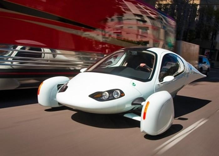 """美国汽车公司推出一款太阳能电力三轮私家车""""Aptera"""""""
