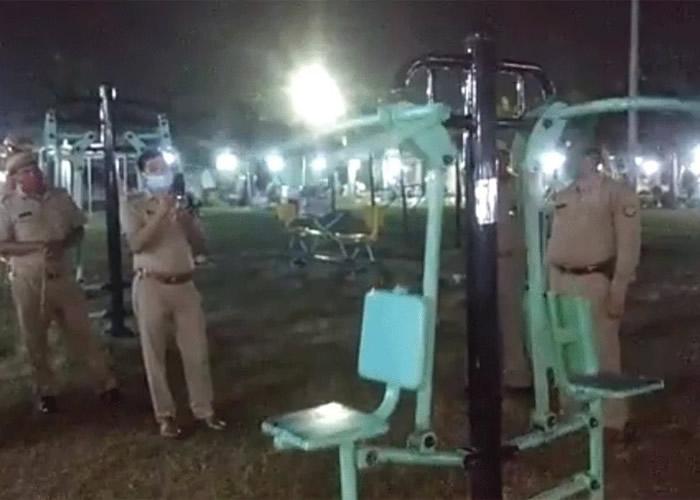 印度北方邦占西市公园传出闹鬼疑云 健身器材竟然无故自动猛力摇晃