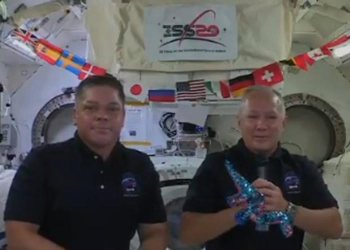 国际空间站宇航员眼中独特的地球景色 南太平洋神秘海洋漩涡照片引热议