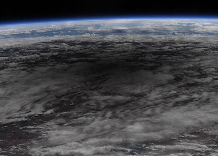 NASA宇航员在国际空间站上观日环食度父亲节