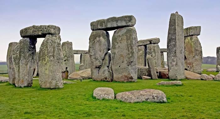 英国考古学家在距离巨石阵3公里处发现4500年历史的新石器时代遗址