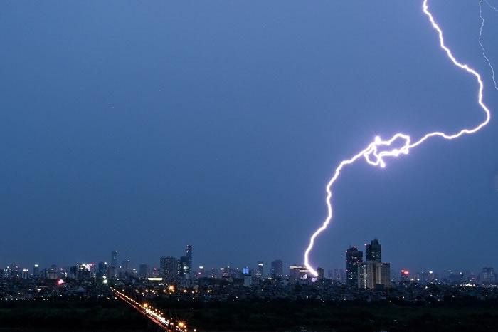 联合国气象机构利用卫星图像技术测量闪电