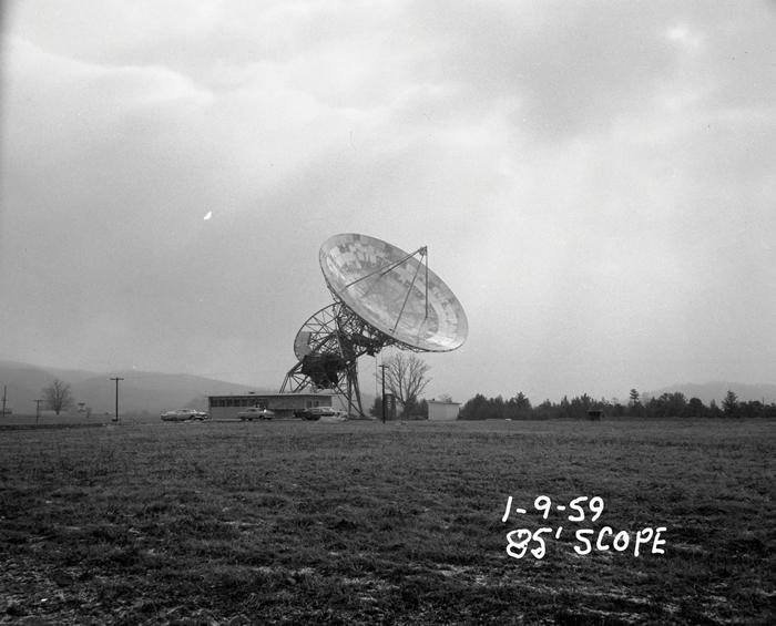位在西维吉尼亚州绿堤的华德. 塔特尔无线电波望远镜有26米高,在1959年2月13日开始投入观测。 塔特尔在1960年因在法兰克. 德瑞克的指导下进行世界上首次
