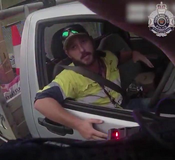 澳洲昆士兰省男子开车时发现东部棕蛇缠绕两腿 以为身中剧毒飙车往医院