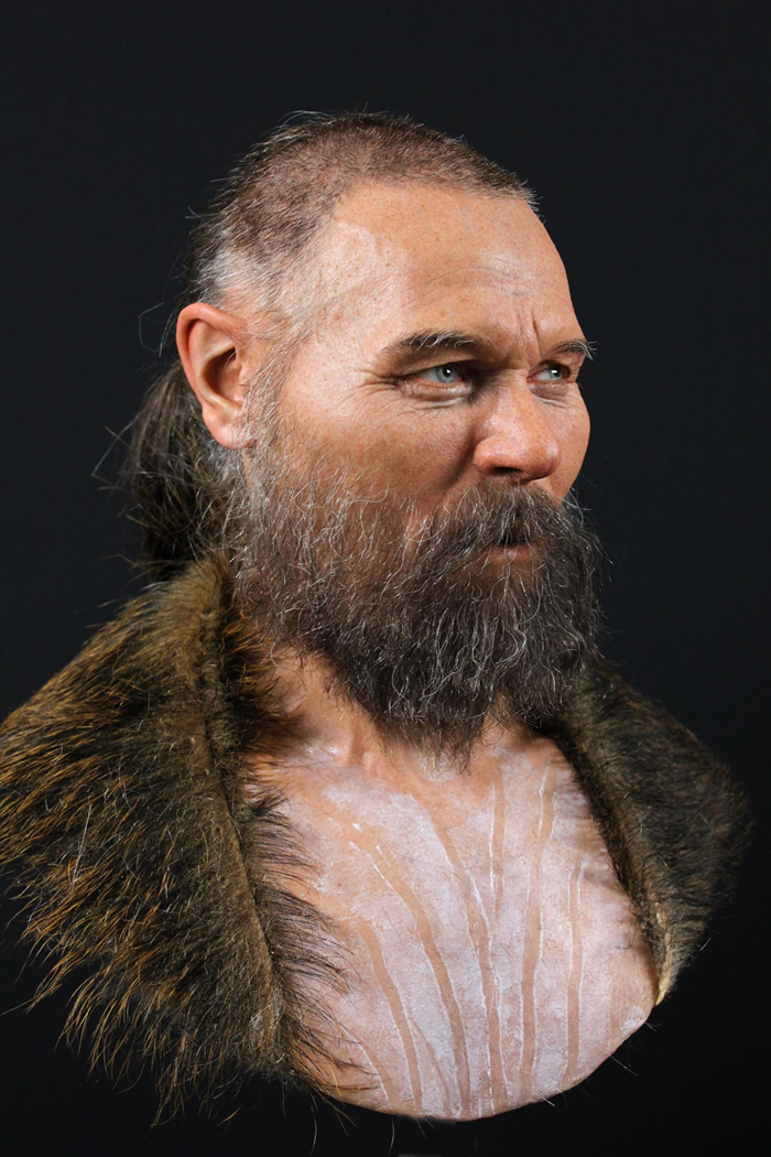 用来重建这名男子面貌的不完整颅骨和其他的人类头盖骨与动物颔骨一起出土,它们于公元前6000年左右被摆放在瑞典一座湖中。 制作重建模型的艺术家为这名男子选了一件由