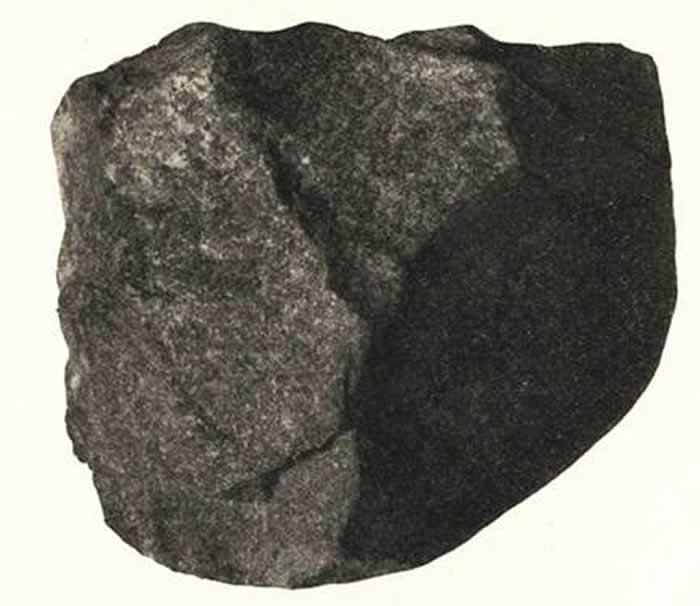 1920年6月4日在甘肃庆阳幸家沟黄土层发现的石英岩石核