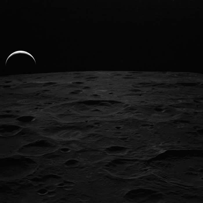 """图为1971年阿波罗14号任务宇航员在月球上拍摄的""""地出""""照片"""