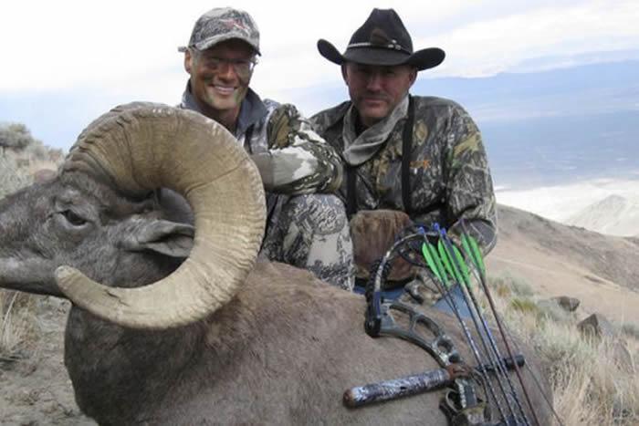 美国牙医帕尔默(Walter Palmer)赴蒙古猎杀濒危阿尔泰盘羊
