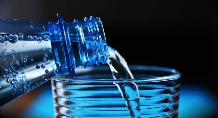 肿瘤学家叶莲娜·斯密尔诺娃介绍喝水对肠道的好处