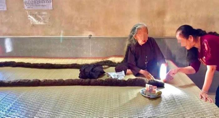 Malayalam Asiavillenews:越南妇女阮氏丁64年没有剪过头发也没有洗过