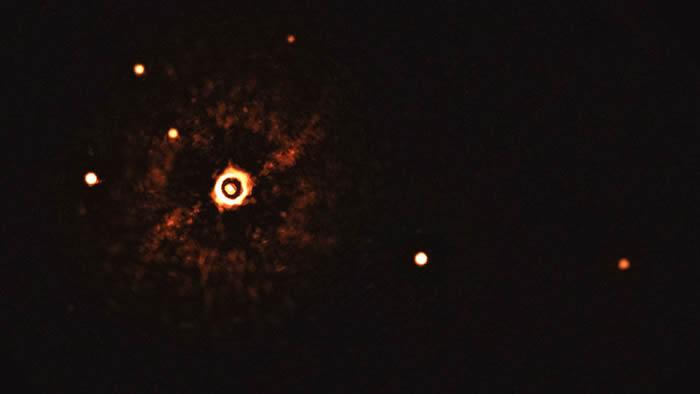 天文学家拍摄到类太阳恒星TYC 8998-760-1周围多行星系统的首张照片