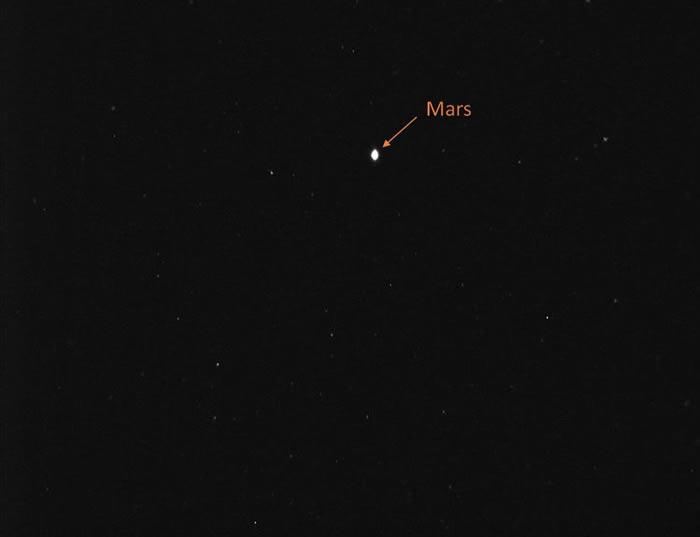 """阿联酋""""希望号""""探测器传回第一张火星照片"""