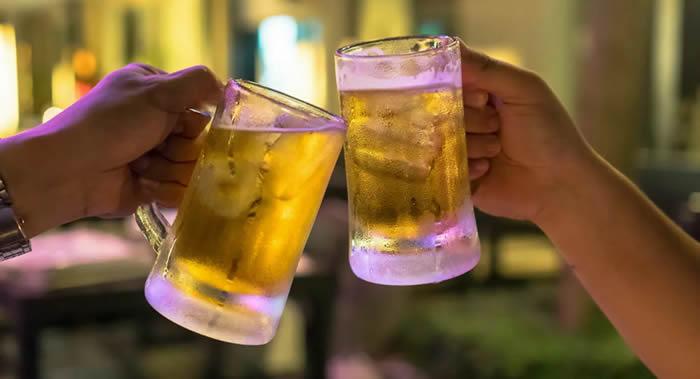 每天喝多少啤酒不影响健康?