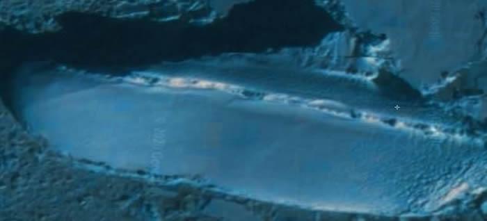 """诺亚方舟?谷歌地球发现南极有一艘倾覆的""""冰船"""""""
