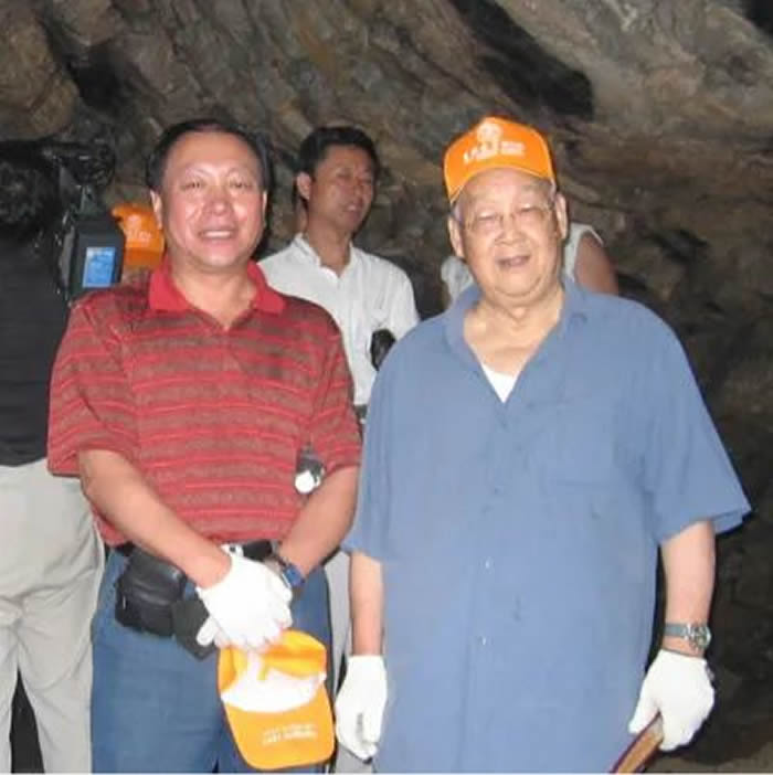 陈全家与北京大学吕遵谔先生(右)