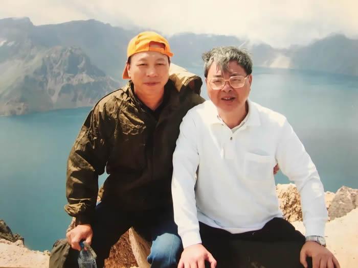 2006年,陈全家和张森水先生(右)在长白山考察