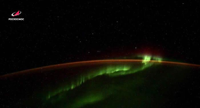 国际空间站俄罗斯宇航员拍摄的不明飞行物体很可能是Starlink通信系统的卫星